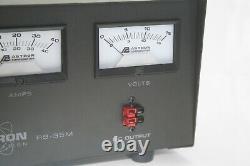 Astron Rs-35m-ap 35 Amp Regulated DC Alimentation Électrique Avec Compteurs