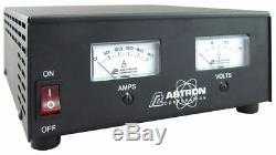 Astron Ss-50m Compact Table Top 50 Amp DC Alimentation Avec Deux Compteurs